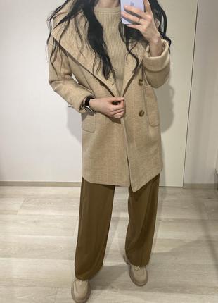 Пальто бежевого цвета, размер xs