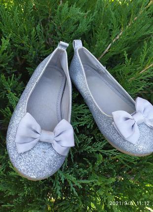 Серебристые нарядные блестящие туфельки туфли