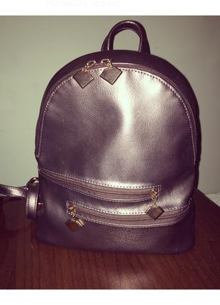 Дуже гарний молодіжний рюкзак.
