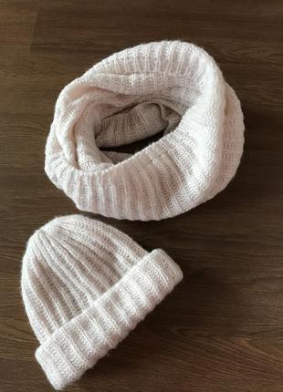 Комплект шарф хомут и шапка мохеровая вязаная зимняя пудровая розовая объемная бежевая