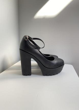 Удобные туфли на каблуку
