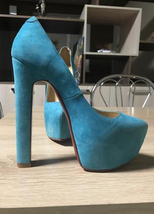 Бирюзовые красивенные туфли