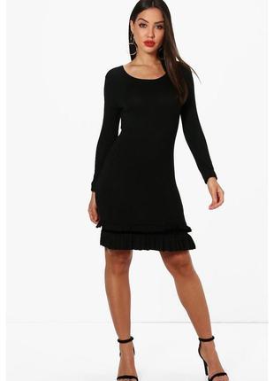 Черное вискозное приталенное платье с рюшами boohoo