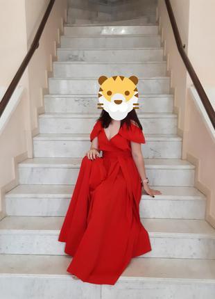Красное платье в пол, макси