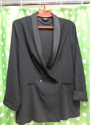 Красивий  удлинений пиджак , жакет двухбортний!