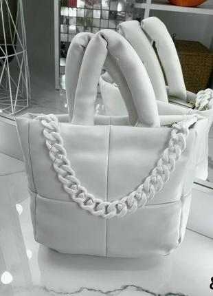 Отличная белая сумка на каждый день с декоративной цепью