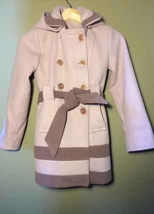 Дуже гарне пальто для дівчинки