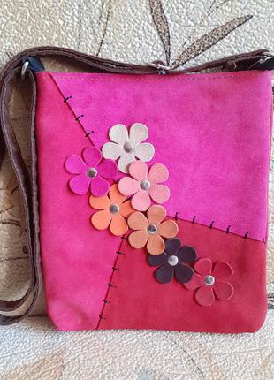 Яркая замшевая сумка с цветами