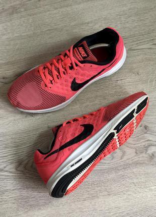 Спортивные кроссовки в зал или для бега