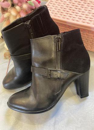 Замшевые кожаные ботинки. сапоги в стиле zara  clarks