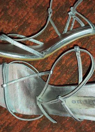 Кожаные серебряные босоножки р.39(26 см)