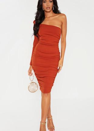 Платье | платье на один рукав | терракоттовое платье| платье с затяжками