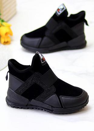 Женские черные высокие кроссовки на флисе