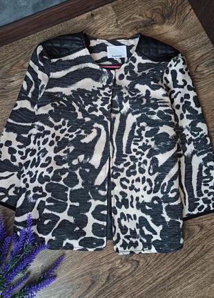 Классный  брендовый пиджак с рукавом 3/4.