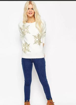 Новогодний зимний свитер с снежинками