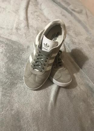 Щикарні кросівки