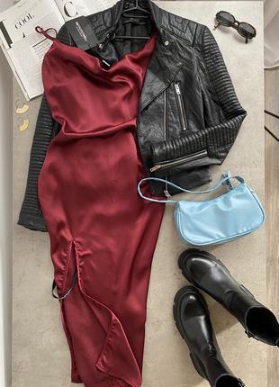 Сатинова сукня міді з розрізом prettylittlething