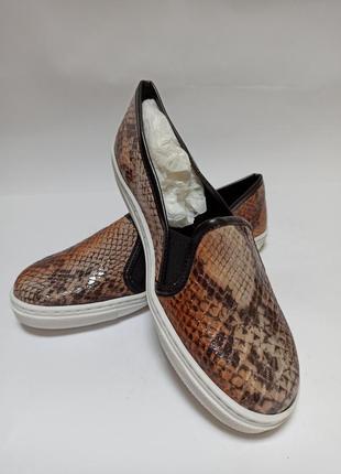 Слипоны vienty.брендове взуття stock