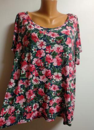 Очень красивая футболочка в цветах 24/58-60 размера