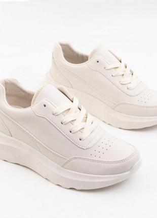 Стильні бежеві кросовки