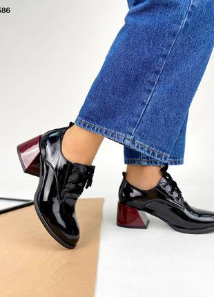Код 5586 туфли лаковые kleo с красным расклешенным каблуком
