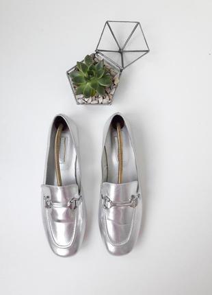 Трендовые серебристые балетки туфли с ремешком