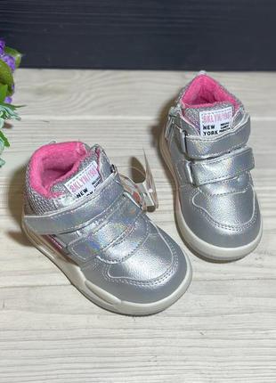 Осенние ботинки для малышей