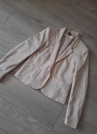 Пиджак цвета ivori(нюдовый беж .)