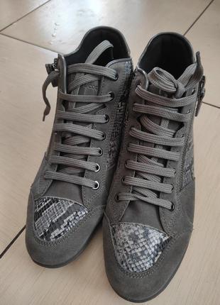 Демисезонные кожанные ботинки