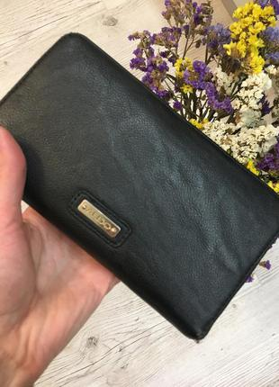 Красивый фирменный вместительный кошелёк
