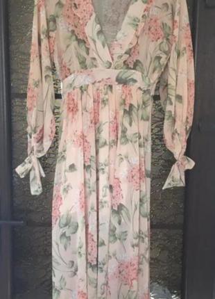 Prettylittlething платье в цветочный принт
