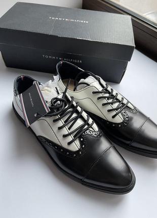 В наличии туфли