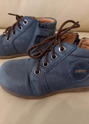 Уникальные и красивые детские ботинки, демисезонные. geox.