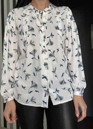 Очень красивая блуза с бантом