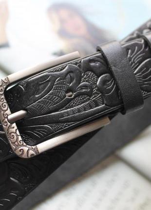 Женский кожаный ремень с тиснением черный
