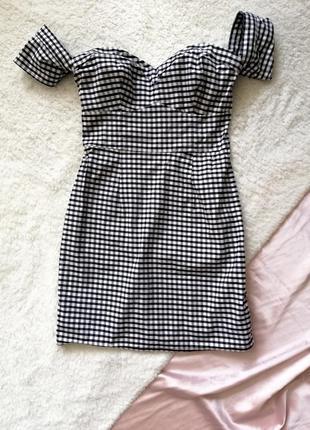 Платье в клеточку с открытыми плечами /сукня з відкритими пплечима