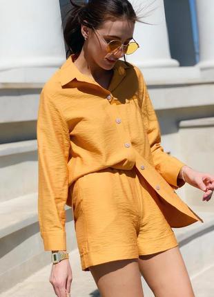 Горчичный комплект из шорт и рубашки