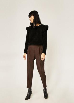 Темно-коричневые брюки в горошек