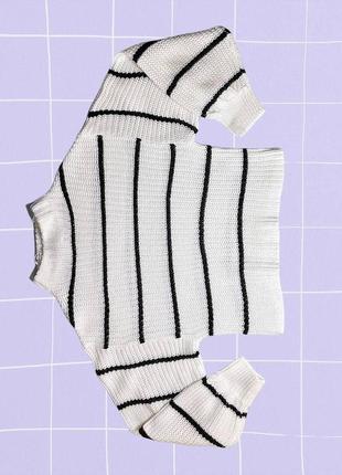 Теплый короткий черно-белый акриловый свитер в полоску (оверсайз)