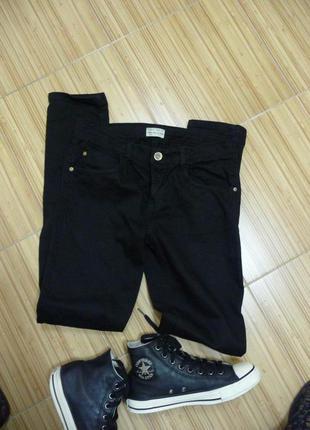 Классические, универсальные джинсы  zara на старшеклассника.
