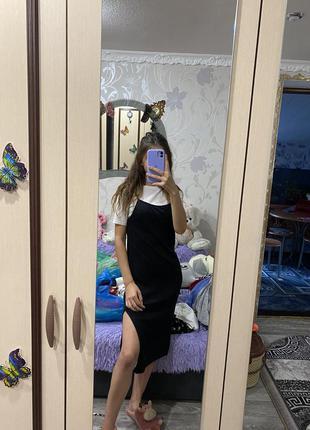 Шикарное платье в рубчик с футболкой с разрезом сбоку