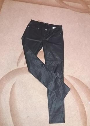 Фирменые среднезауженые джинсы пропитка под кожу но  не дубовые ук.38 но см. замеры