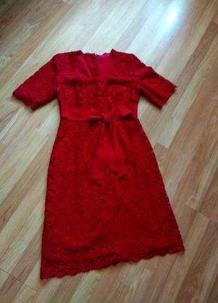 Розкішна червона жіноча сукня з мереживом