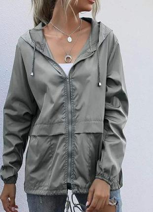 Серая куртка , куртка на осень , ветровка , куртка с капюшоном