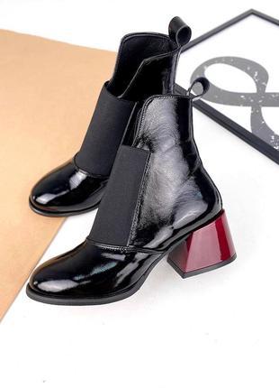 Від виробника! 36-40 рр черевики на низьких підборах натуральний лак