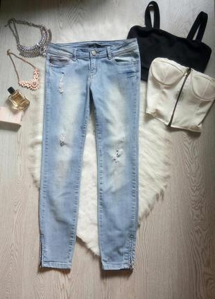 Светлые голубые джинсы скинни с молниями дырками спереди дизайнерские кроп капри