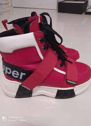 Красивые зимние кроссовки