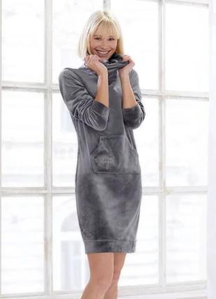 Красивое велюровое, бархатное  платье худи с высоким воротом германия