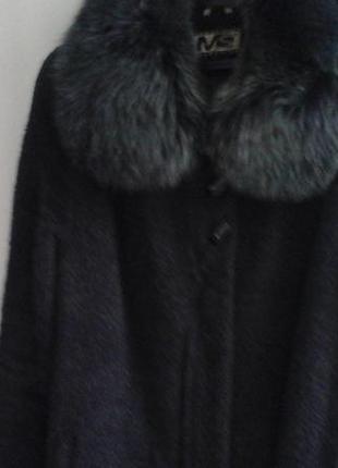Пальто зимнее,темно  синее,воротник песец.