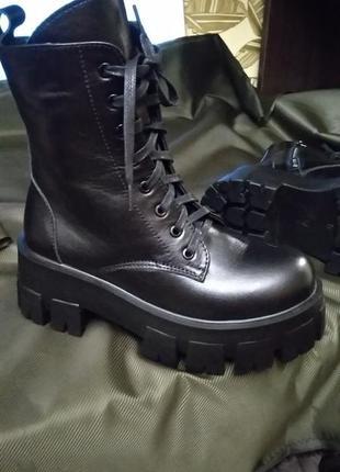 Ботинки берцы, новые кожанные на платформе , 36 р, черная нат. кожа !